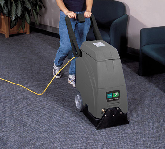 EX-SC-412 Extractor cleaning carpeted floor