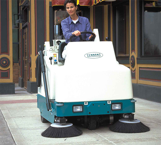 6200 Compact Ride-On Sweeper alt 5