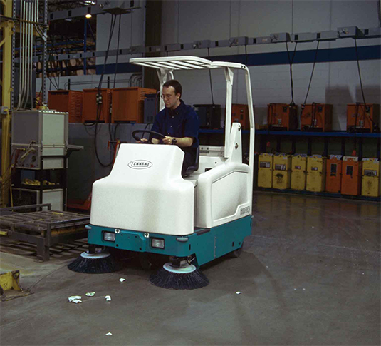 6200 Compact Ride-On Sweeper alt 4