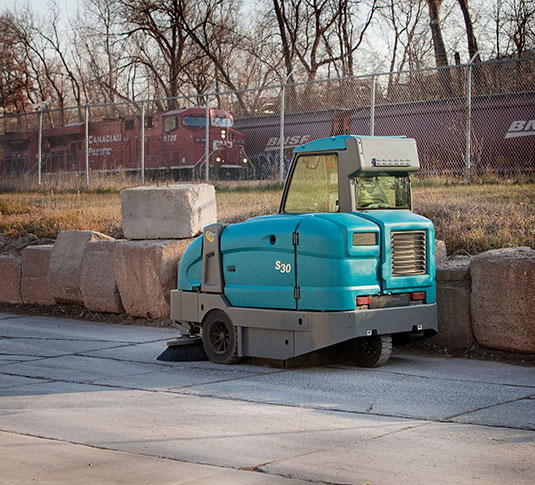 S30 Ride-On Sweeper alt 8